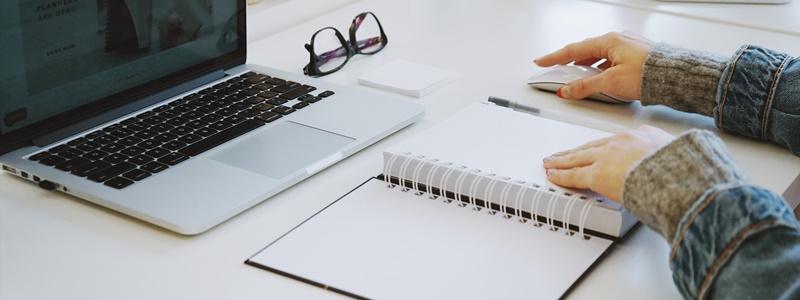 Como organizar a mesa de estudos para ter mais foco e produtividade
